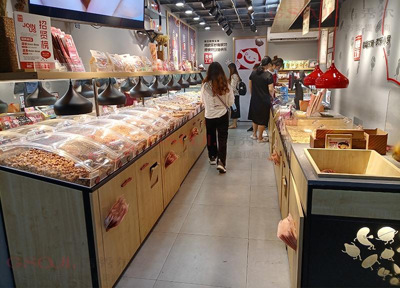 品牌连锁店的零食陈列货架是什么样的?今天带大家来看看